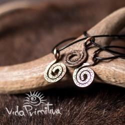 Colgante de cobre espiral
